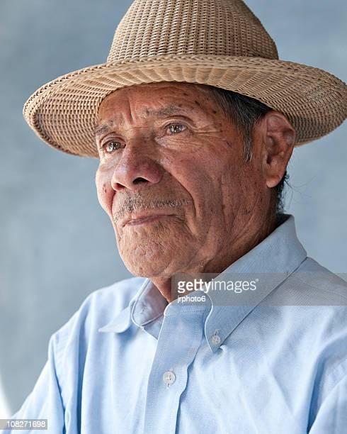 Mexikanische Mann trägt eine Kappe