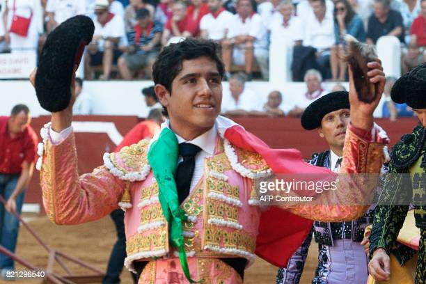 Mexican matador Joselito Adame reacts to the crowd in SaintVincentdeTyrosse on July 23 2017 / AFP PHOTO / Daniel VELEZ