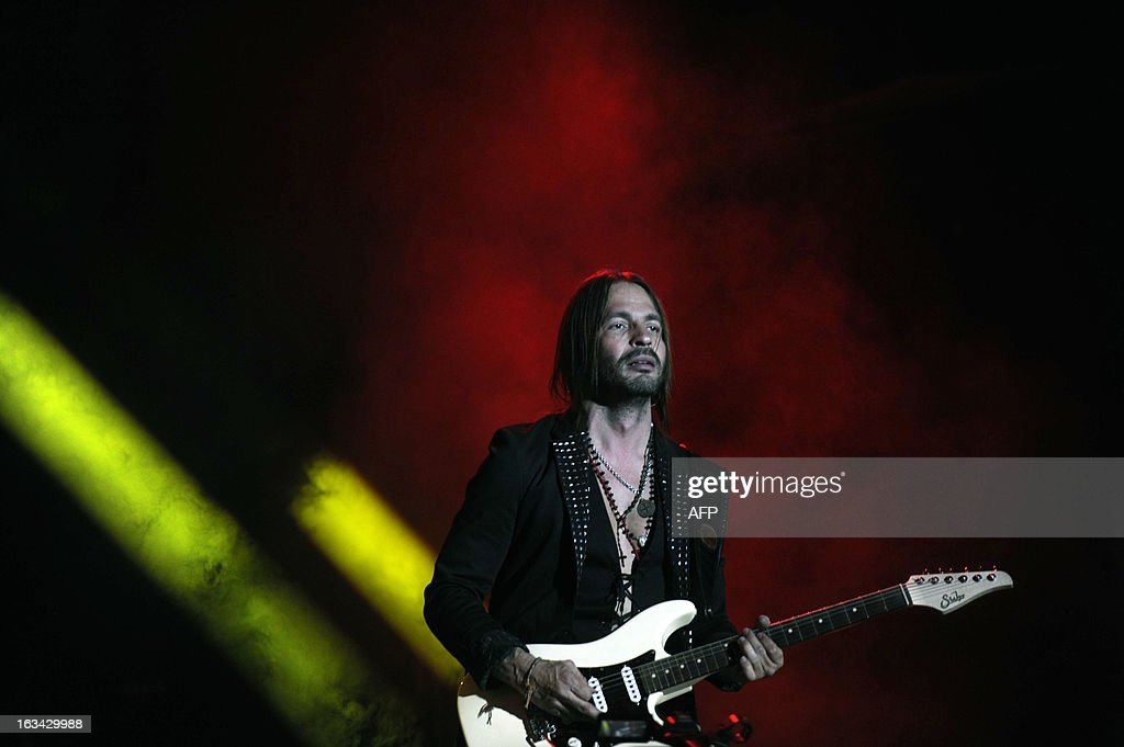 Mexican musician Sergio Vallin of Mana band, performs during the 'Drama y Luz' World Tour at the Mateo Flores stadium in Guatemala City on March 9, 2013. AFP PHOTO/Johan ORDONEZ