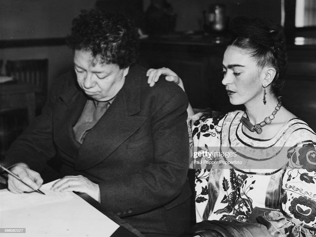 Mexican painters and spouses Diego Rivera (1886-1957)and Frida Kahlo Rivera (1907-1954) pictured applying for a new marriage license following their previous divorce, San Francisco, CA, on 5th December 1940.