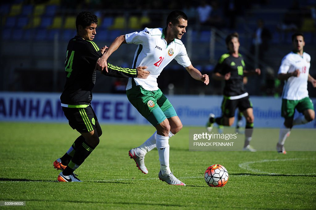 Mexican player Garcia Esparza (L) fights for the ball with Bulgarian player Lazar Enev Marin (R) during the Under 21 International Football championship match between Bulgaria and Mexico at the Perruc stadium in Hyeres, southern France on May 24, 2016, as part of the Toulon Hopefuls' Tournament. / AFP / Franck PENNANT
