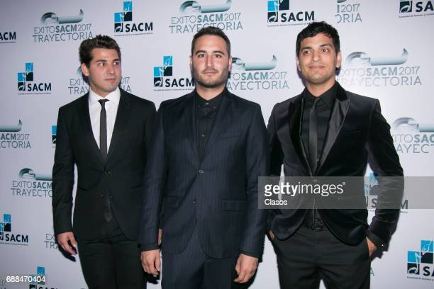 Mexican pop band Reik poses during the Trayectoria SACM 2017 Awards at Roberto Cantoral Auditoriun on May 24 2017 in Mexico City Mexico