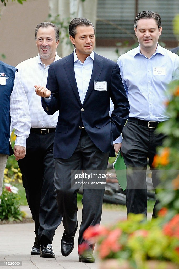 Mexican President Enrique Peña Nieto (C) arrives to deliver a speech at the Allen & Co. annual conference at the Sun Valley Resort on July 11, 2013 in Sun Valley, Idaho. The resort is hosting corporate leaders for the 31st annual Allen & Co. media and technology conference where some of the wealthiest and most powerful executives in media, finance, politics and tech gather for weeklong meetings. Past attendees included Warren Buffett, Bill Gates and Mark Zuckerberg.