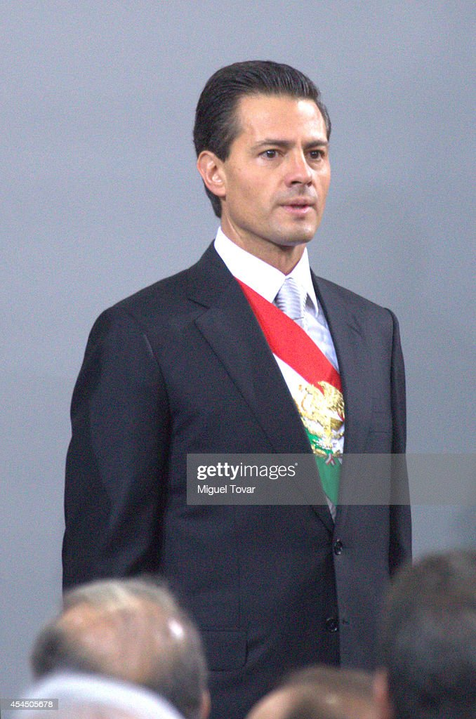 Mexican president Enrique Peña Nieto waves attends the Presentation of Second Anual Report of Mexican Federal Government at National Palace on September 02, 2014 in Mexico City, Mexico.