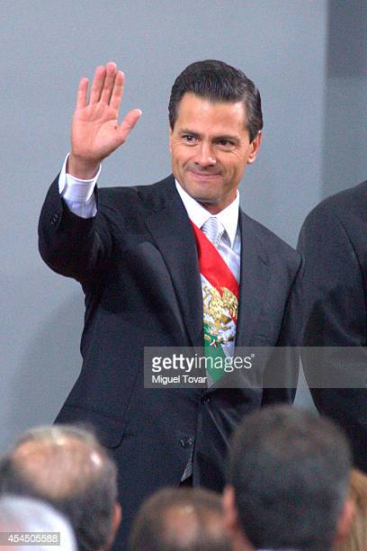 Mexican president Enrique Peña Nieto waves during the Presentation of Second Anual Report of Mexican Federal Government at National Palace on...