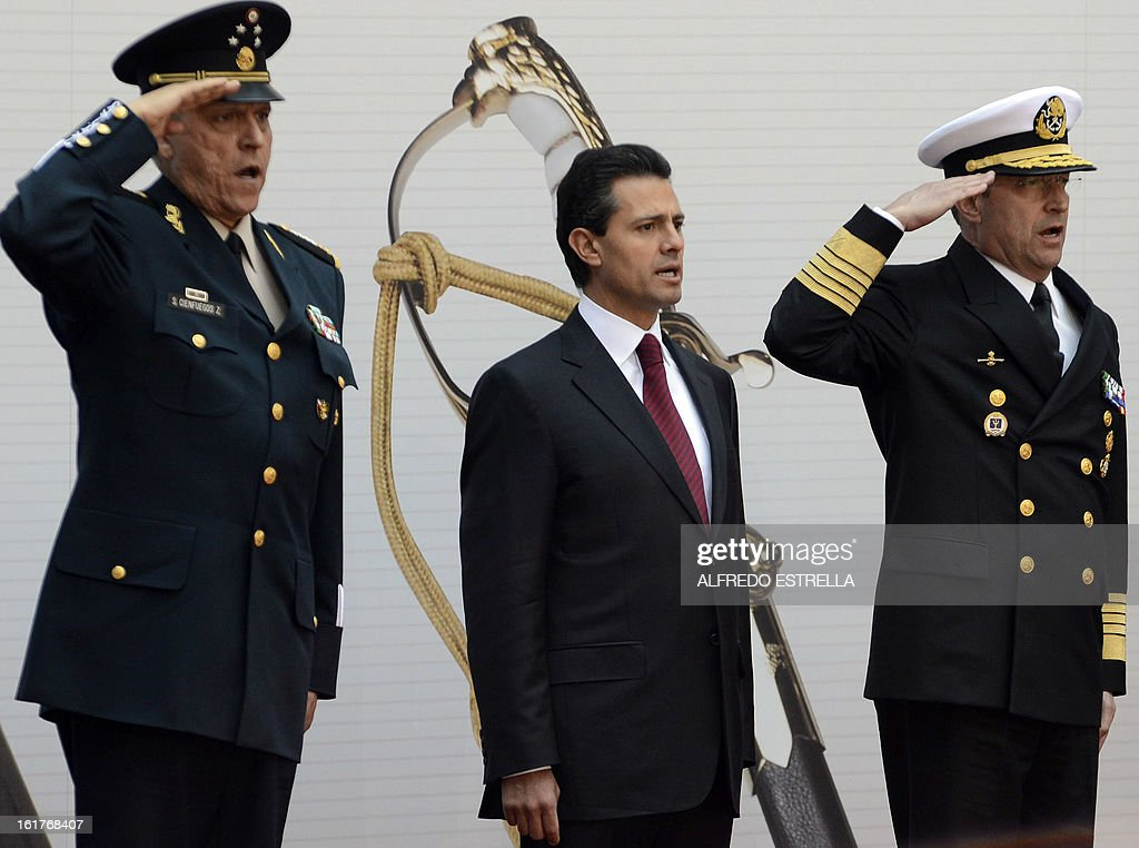 Mexican President Enrique Pena Nieto (C), and Defence Secretary General Salvador Cienfuegos (L) and the Secretary of Mexican Army Francisco Soberon, take part in the ceremony known as the 'Delivery of the Sword and Sabre to the President of Mexico and Supreme Commander of the Armed Forces', at the National Palace in Mexico City, on February 15, 2013. AFP PHOTO/Alfredo ESTRELLA
