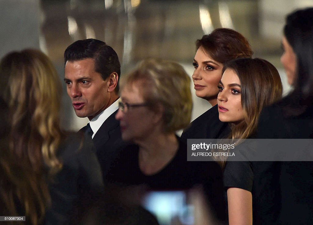 Mexican President Enrique Pena Nieto and his wife Angelica Rivera (C) attend the mass celebrated by Pope Francis at the Guadalupe Basilica in Mexico City on February 13, 2016. The pope urged Mexican bishops Saturday to take on drug trafficking with 'prophetic courage,' warning that it represents a moral challenge to society and the church. AFP PHOTO / Alfredo ESTRELLA / AFP / ALFREDO ESTRELLA