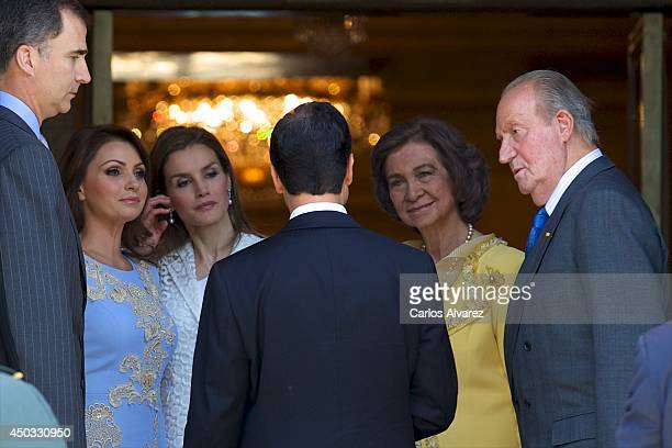 Mexican President Enrique Pena Nieto and wife Angelica Rivera are received by Spanish Royals King Juan Carlos of Spain Queen Sofia of Spain Prince...