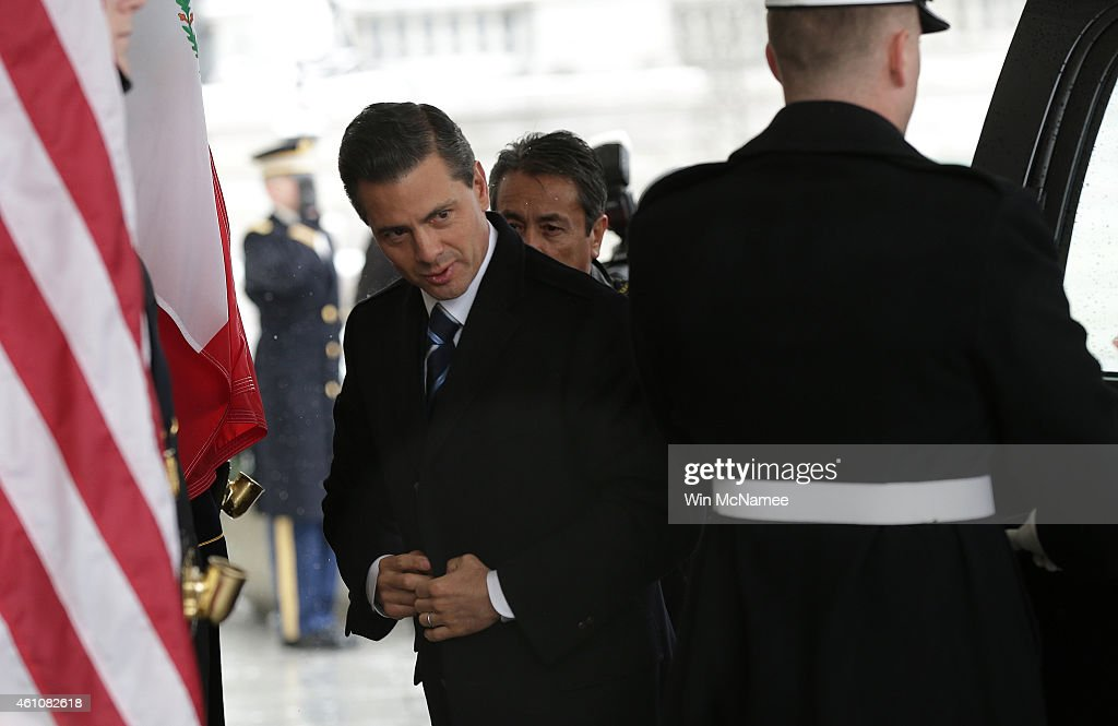 Mexican President <a gi-track='captionPersonalityLinkClicked' href=/galleries/search?phrase=Enrique+Pena+Nieto&family=editorial&specificpeople=5957985 ng-click='$event.stopPropagation()'>Enrique Pena Nieto</a> (L) arrives at the White House for a meeting with U.S. President Barack Obama January 6, 2015 in Washington, DC. The two leaders are scheduled to meet in the Oval Office and discuss a range of bilateral issues.