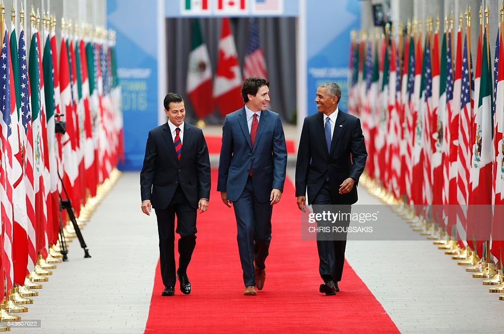 Mexican President Enrique Pena Nieto, Canadian Prime Minister Justin Trudeau and US President Barack Obama arrive for the North American Leaders Summit and Leaders Summit at the National Gallery of Canada on June 29, 2016 in Ottawa, Ontario. / AFP / Chris Roussakis