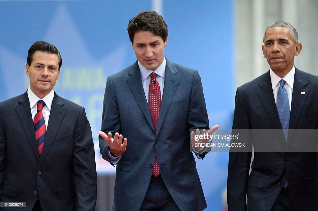 Mexican President Enrique Pena Nieto, Canadian Prime Minister Justin Trudeau and US President Barack Obama arrive for the North American Leaders Summit and Leaders Summit at the National Gallery of Canada on June 29, 2016 in Ottawa, Ontario. / AFP / Brendan Smialowski