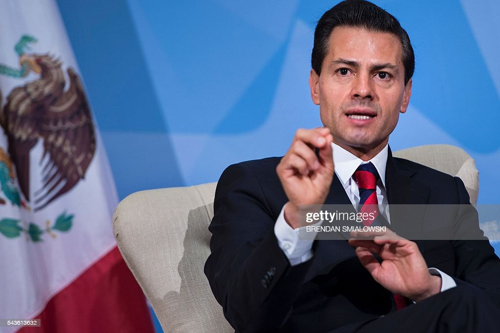 Mexican President Enrique Pena Nieto makes a statement to the press after a meeting with US President Barack Obama during the North American Leaders Summit at the National Gallery of Canada on June 29, 2016 in Ottawa, Ontario. / AFP / Brendan Smialowski