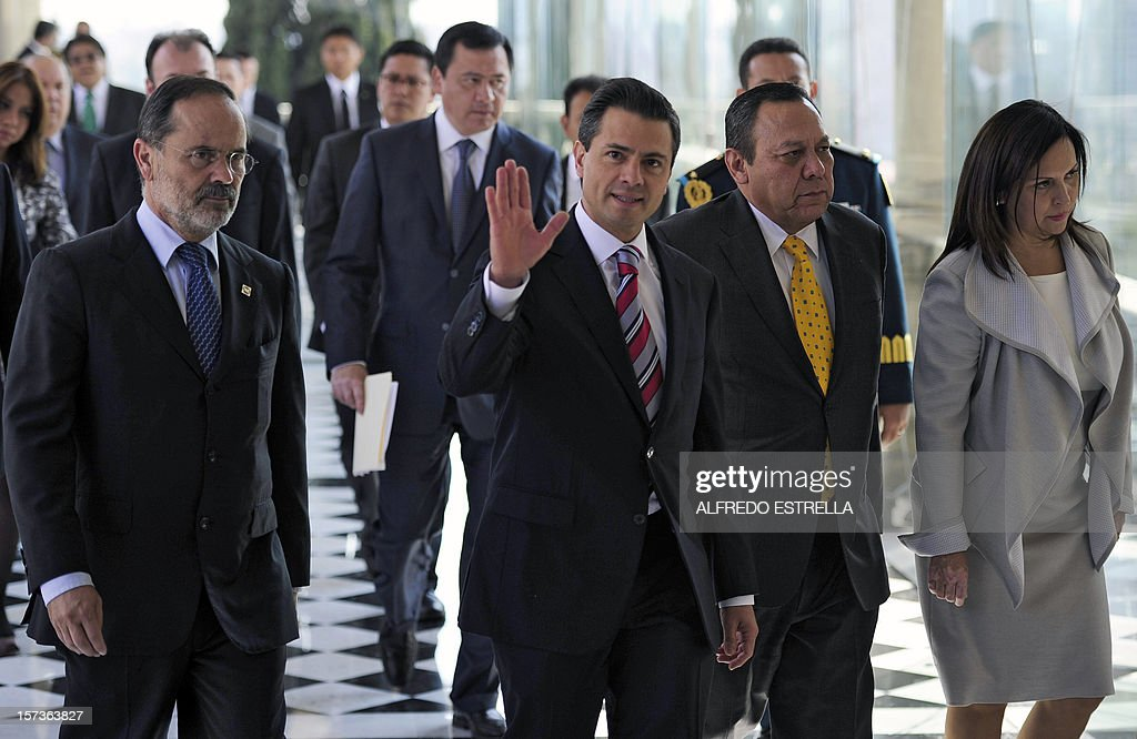Mexican President Enrique Pena Nieto (C), waves as he arrives with the President of the Democratic Revolution Party (PRD), Jesus Zambrano (2-R), the President of the National Action Party (PAN), Gustavo Madero (L), and the President of Revolutionary Institutional Party (PRI), Cristina Diaz, to sign the 'Pact for Mexico', on December 2, 2012 in Mexico City. Pena Nieto and the main three polical parties of Mexico, signed Sunday an agreement to launch reforms to strengthen democracy, fight social inequality and promote economical growth. AFP PHOTO/Alfredo Estrella