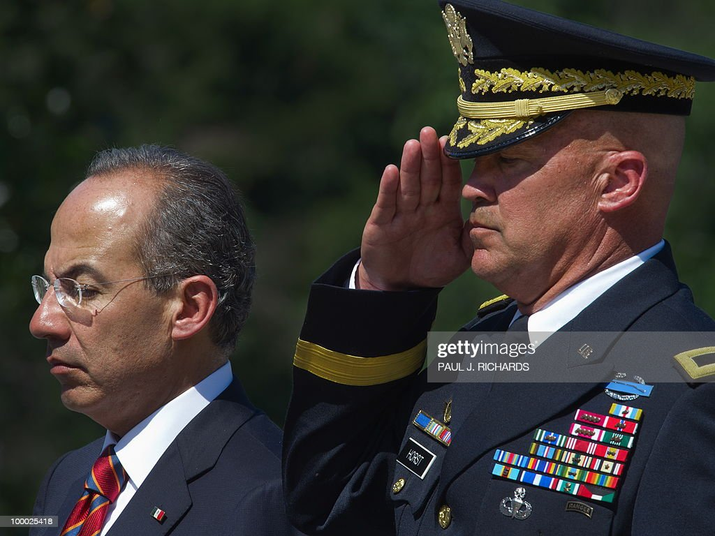 Mexican President Felipe Calderon (L) and US Army Maj. Gen. Karl R. Horst, commanding general, Joint Force Headquarters, stand at attention at the foot of the Tomb of the Unknown Soldier as Mexico officially places a wreath, May 20, 2010, at Arlington National Cemetery in Arlington Virgina. AFP Photo/Paul J. Richards