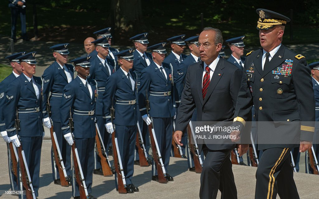 Mexican President Felipe Calderon (L) is escorted by US Army Maj. Gen. Karl R. Horst, commanding general, Joint Force Headquarters, up the steps to the Tomb of the Unknown Soldier to lay a wreath May 20, 2010, at Arlington National Cemetery in Arlington, Virgina AFP Photo / Paul J. Richards