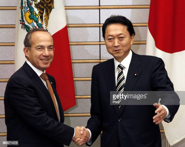 Mexican President Felipe Calderon shakes hands with Japan's Prime Minister Yukio Hatoyama prior to their joint press conference on February 1 2010 in...