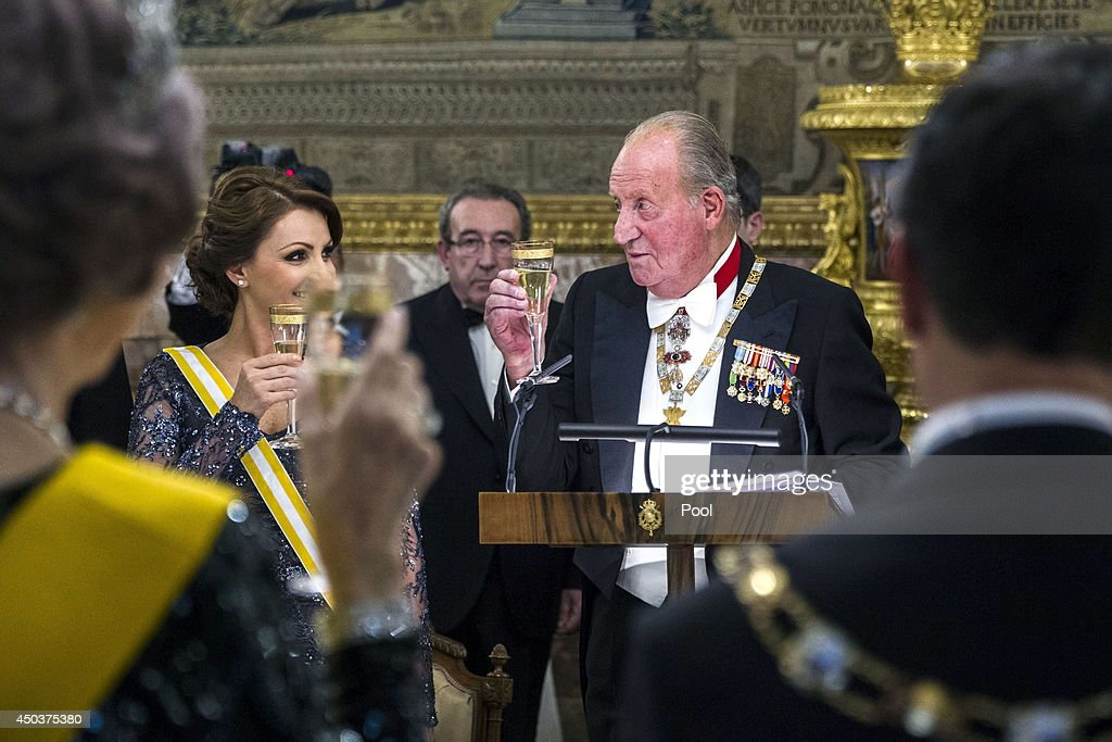 Mexican President's wife Angelica Rivera and King Juan Carlos of Spain attend a Gala Dinner in honour of Mexican President Enrique Pena Nieto at The Royal Palace on June 9, 2014 in Madrid, Spain.