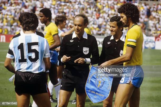 Mexican Referee Mario Rubio Vazquez overseas Argentina Captain Daniel Passarella and Brazil Captain Socrates exchange pennants before the kick off