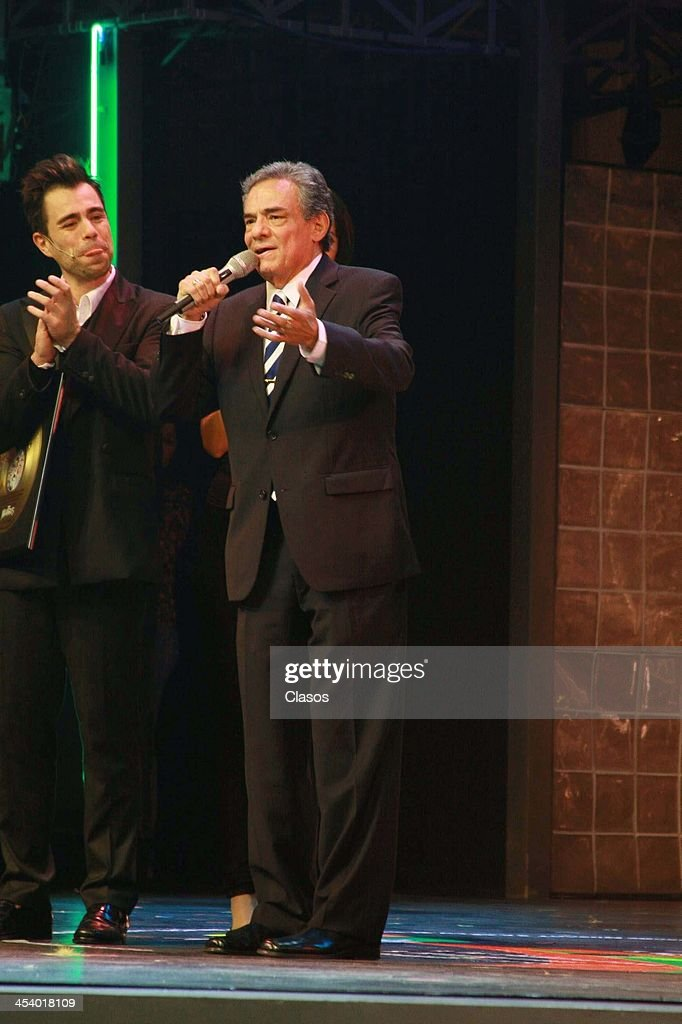 Mexican singer Jose Jose unveils the nameplate to celebrate the 1700 representations of the musical Mentiras at Theater Center Manolo Fabregas on...