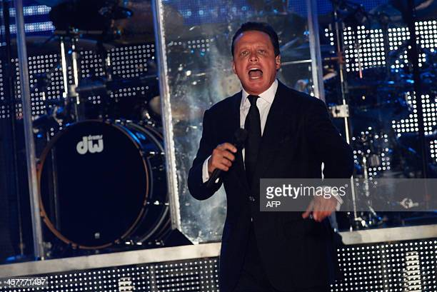 Mexican singer Luis Miguel performs during a concert in Veracruz on December 18 2013 AFPPHOTO/KORAL CARBALLO