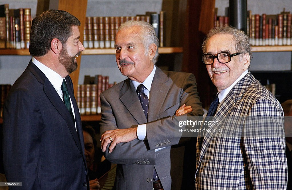 Mexican writer <a gi-track='captionPersonalityLinkClicked' href=/galleries/search?phrase=Carlos+Fuentes&family=editorial&specificpeople=602894 ng-click='$event.stopPropagation()'>Carlos Fuentes</a> (C), Nobel prize winner Colombian writer <a gi-track='captionPersonalityLinkClicked' href=/galleries/search?phrase=Gabriel+Garcia+Marquez&family=editorial&specificpeople=274713 ng-click='$event.stopPropagation()'>Gabriel Garcia Marquez</a> (R), and Rector of the National Autonomous University of Mexico (UNAM), Juan Ramon de la Fuente, talk during a press conference in Mexico City, 26 September 2007. <a gi-track='captionPersonalityLinkClicked' href=/galleries/search?phrase=Carlos+Fuentes&family=editorial&specificpeople=602894 ng-click='$event.stopPropagation()'>Carlos Fuentes</a> donated the National Library a personal array of about 300 books that includes first editions and translations to more than 20 languages of his works. AFP PHOTO/Fernando CASTILLO