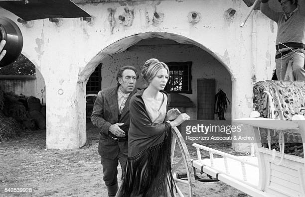 Mexicanborn American actor Anthony Quinn and American actress Pamela Tiffin next to a cart in Los amigos 1973