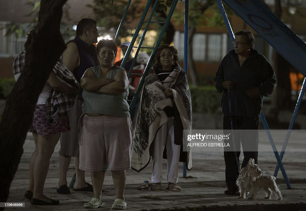 Mexicans leave their homes after an earthquake in Mexico City early on June 16, 2013. A 6.0 earthquake struck central Mexico early June 16, so far without any casualties or damage reported, officials said. AFP PHOTO / Alfredo ESTRELLA