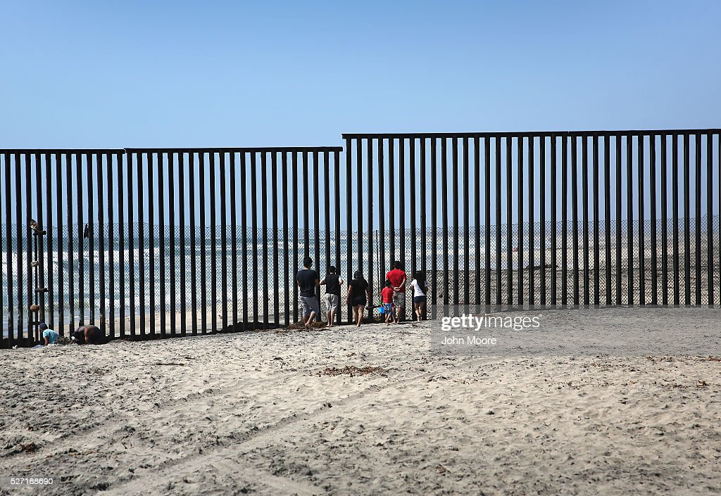 Mexicans Meet Separated Family Members Through U S Mexico
