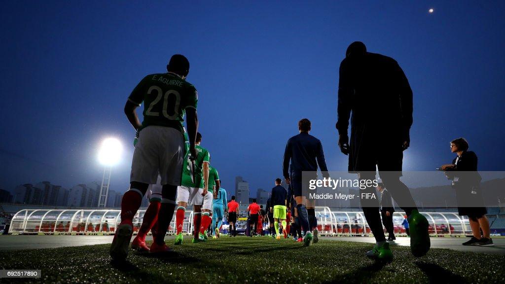 Mexico and England walk onto the pitch before their FIFA U-20 World Cup Korea Republic 2017 Quarter Final match at Cheonan Baekseok Stadium on June 5, 2017 in Cheonan, South Korea.