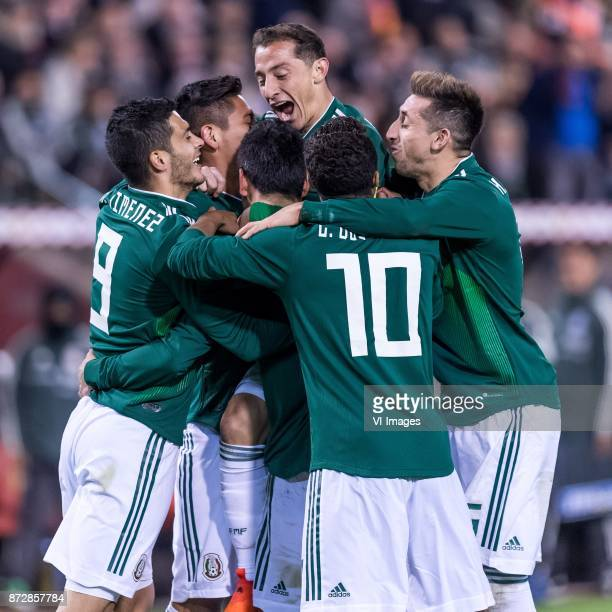 Mexico celebrate the goal of Hirving Lozano of Mexico during the friendly match between Belgium and Mexico on November 10 2017 at the Koning...