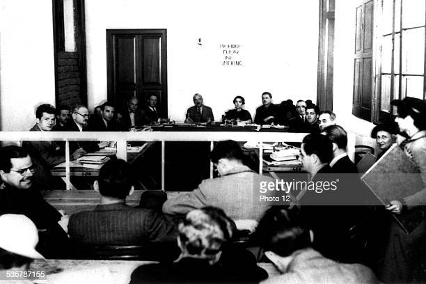Mexico City At Diégo Rivera's place a commission in charge of the investigation on the charges of which Moscow accuses Trotsky Facing the camera...