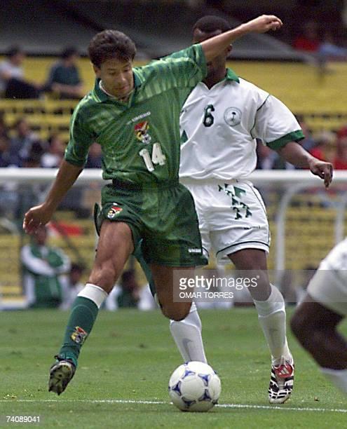 Erwin Sanchez of Bolivia is pursued by Al Harbi of Saudi Arabia 27 July 1999 during Confederation Cup Soccer Erwin Sanchez de Bolivia es perseguido...