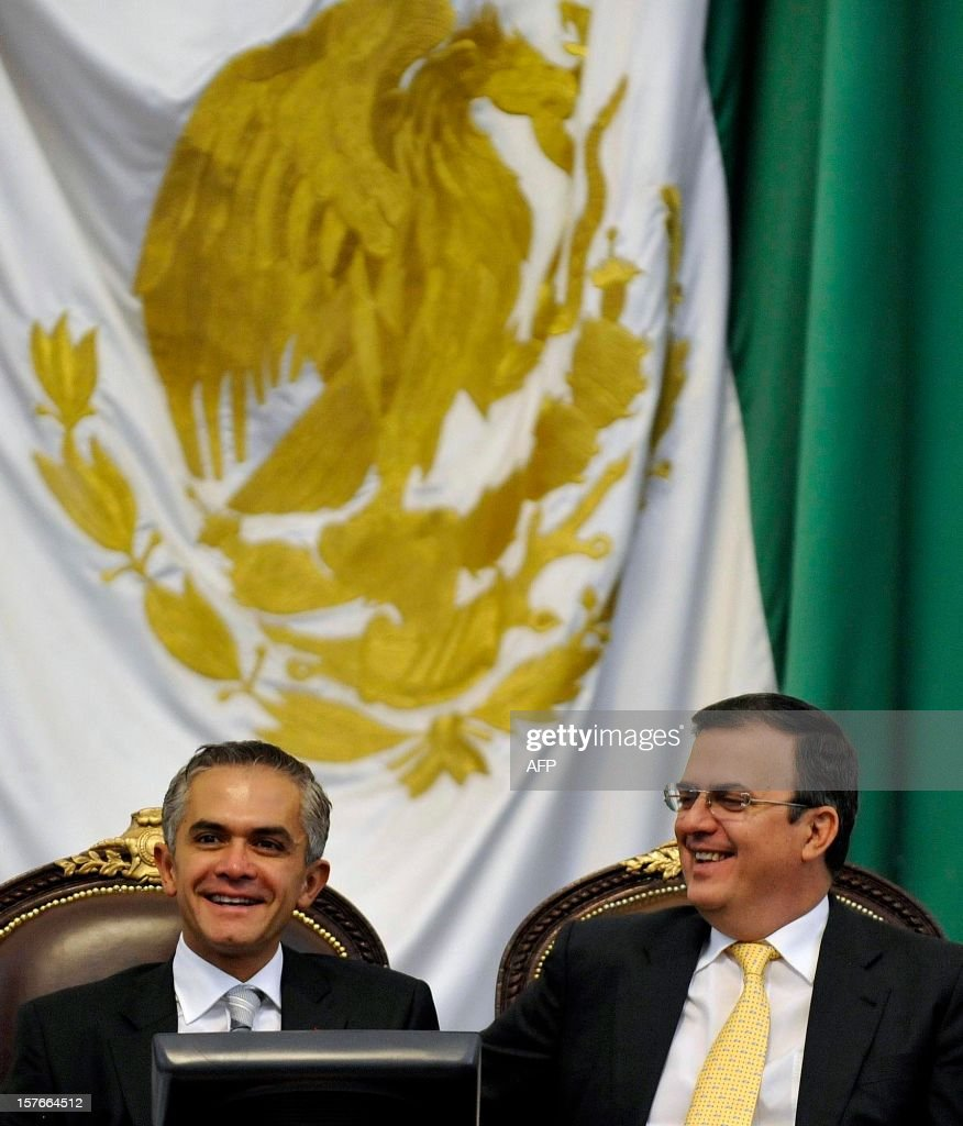 Mexico City new Mayor Miguel Angel Mancera (L) smiles during his inauguration at the local congress in Mexico City, on December 5, 2012. Mancera replaces Marcelo Ebrard (R). AFP PHOTO/Guillermo Ogam