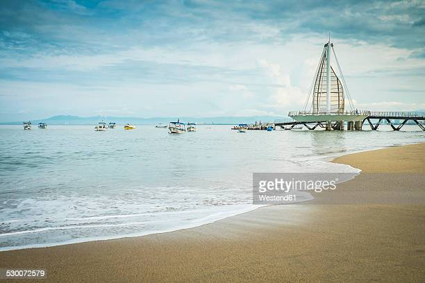 Mexico, Jalisco, Puerto Vallarta, view to Los Muertos Beach with pier and fishing boats