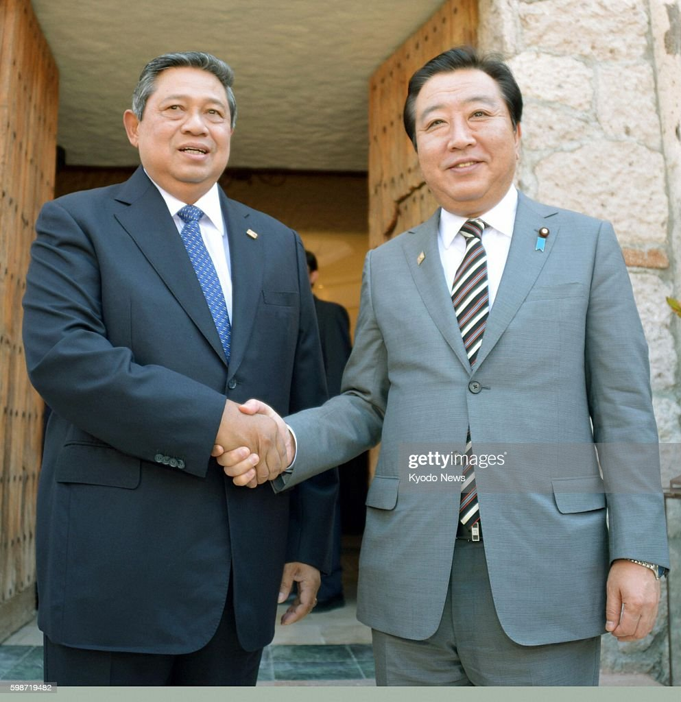 LOS CABOS Mexico Japanese Prime Minister Yoshihiko Noda and Indonesian President Susilo Bambang Yudhoyono shake hands prior to their talks in Los...