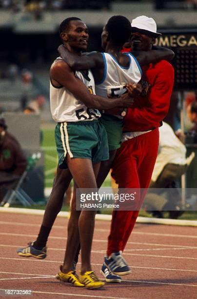 Mexico Olympics Games 1968 Les JO de Mexico du 12 au 27 octobre 1968 Athlétisme Course de fond Le Kenyan Naftali TEMU remporte le 10 000 mètres...