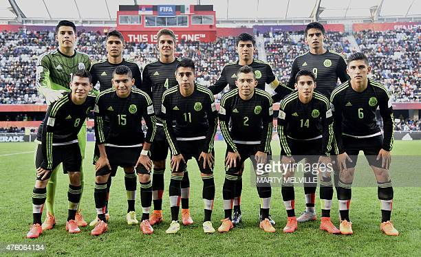 Mexico players pose before the start of the FIFA Under20 World Cup football match between Mexico and Serbia in Dunedin on June 6 2015 AFP PHOTO /...