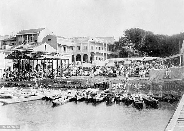 Market place in front of a pier about 1905