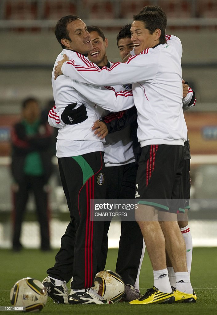 Mexico's Cuauhtemoc Blanco, Javier Hernandez, Carlos Vela and Guillermo Franco joke during a training session in Polokwane, South Africa, on June 16, 2010. Mexico will face France on June 17 in a Group A game of the 2010 World Cup 2010.