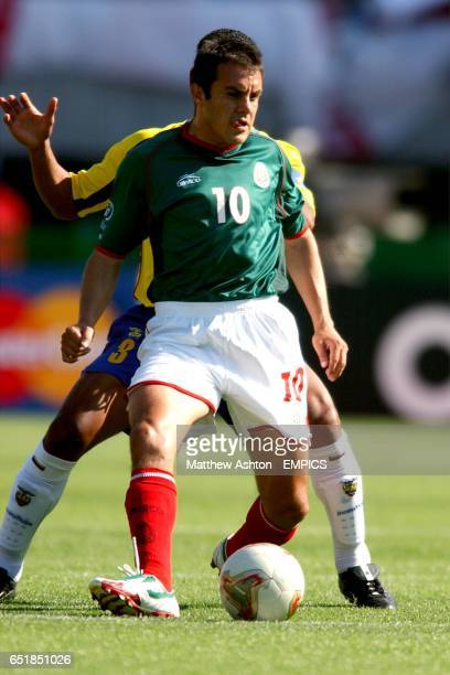 Mexico's Cuauhtemoc Blanco shields the ball from Ecuador's Ivan Hurtado