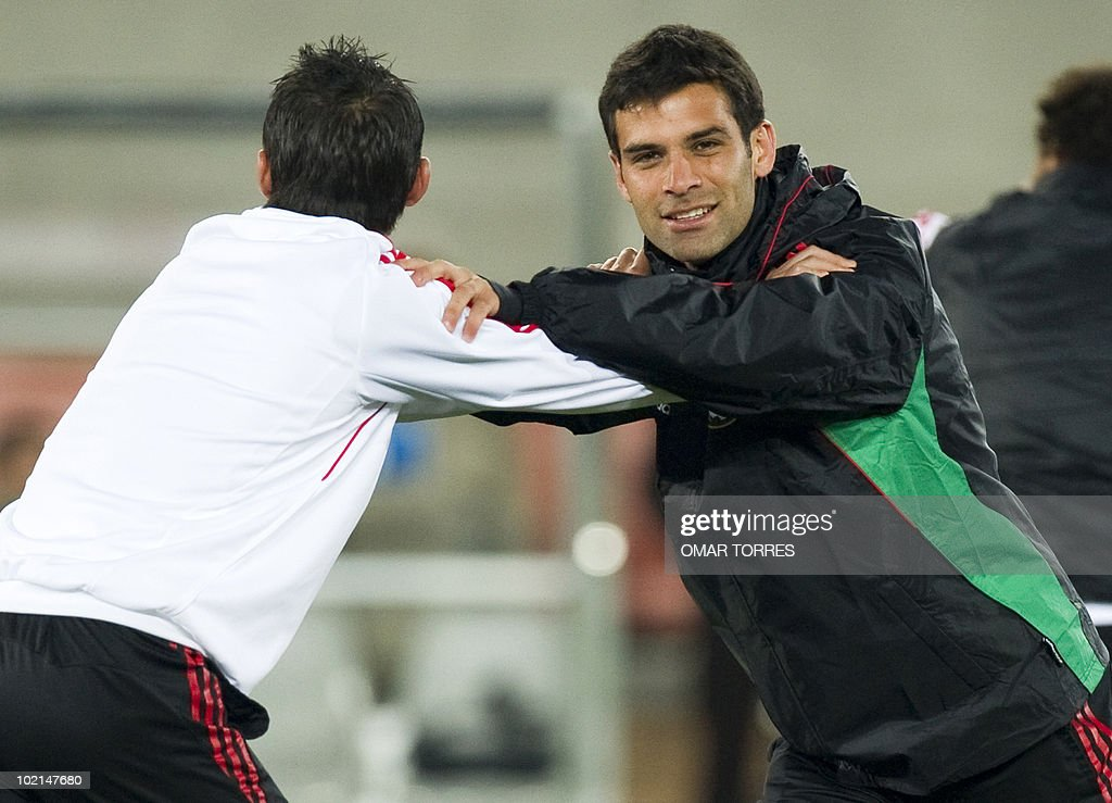 Mexico's defenders Rafael Marquez (R) and Paul Aguilar stretch during a training session in Polokwane on June 16, 2010. Mexico will face France on June 17 in a Group A game of the 2010 World Cup 2010.