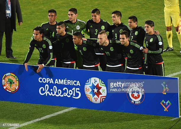 Mexico's footballers pose before their 2015 Copa America football championship match against Chile in Santiago on June 15 2015 Mauricio Isla Claudio...