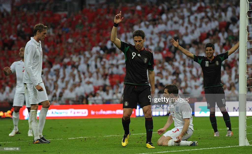 Mexico's Guillermo Franco (C) celebrates after scoring during their international friendly football match at Wembley Stadium in London on May 24, 2010 AFP PHOTO/Paul Ellis