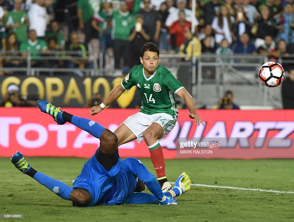 Mexico's Javier 'Chicharito' Hernandez vies for the ball with Jamaica's goalie Andre Blake during the Copa America Centenario football match in Pasadena, California, United States, on June 9, 2016. / AFP / Mark Ralston