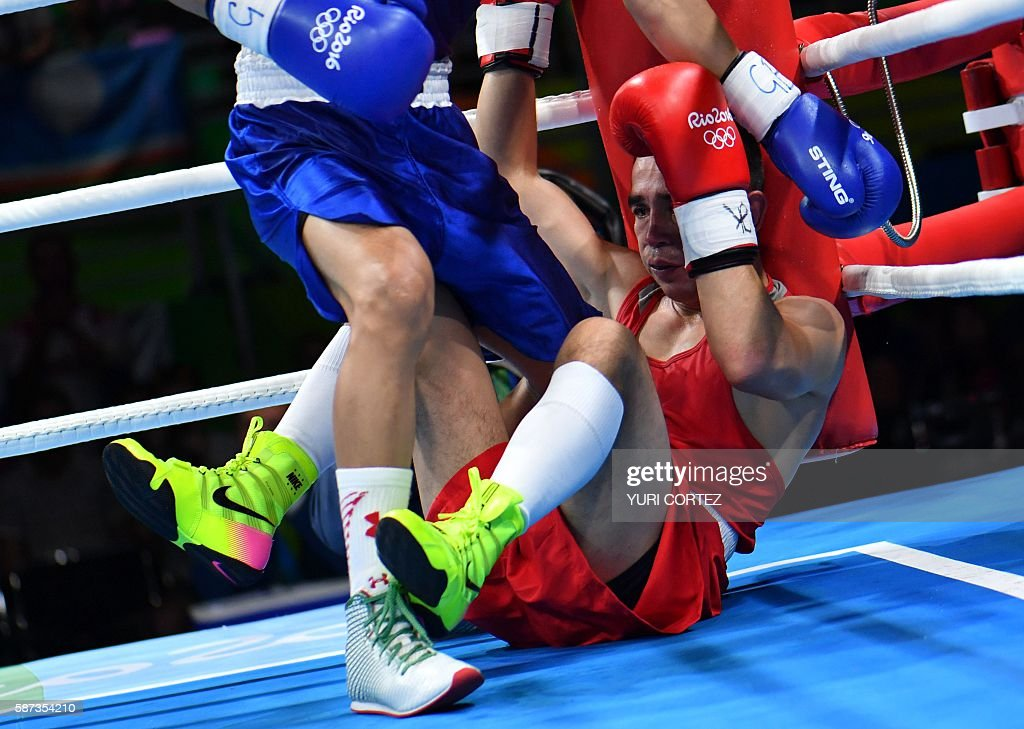 TOPSHOT Mexico's Joselito Velazquez fights Uzbekistan's Hasanboy Dusmatov during the Men's Light Fly match at the Rio 2016 Olympic Games at the...