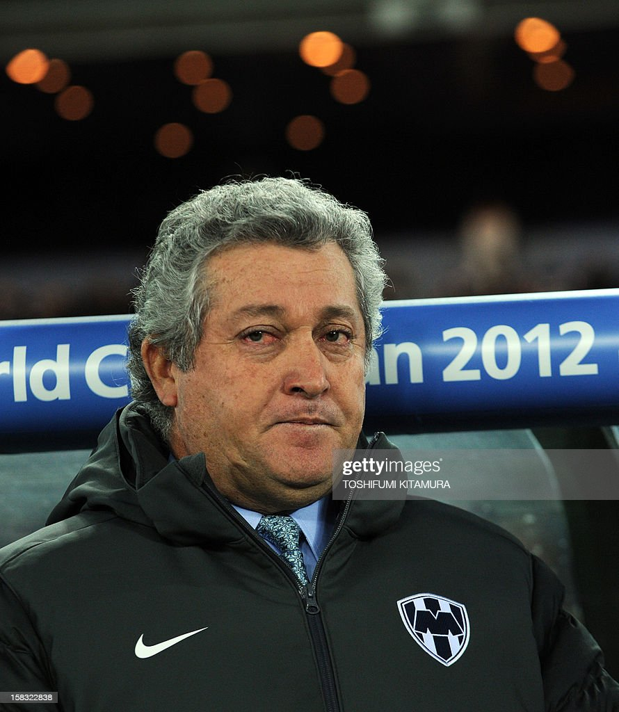 Mexico's Monterry head coach Victor Vucetich watches his players prior to their 2012 Club World Cup semi-final football match against English Premier League team Chelsea in Yokohama on December 12, 2012. UEFA Champion Chelsea FC beat CONCACAF Champion Monterry 3-1.