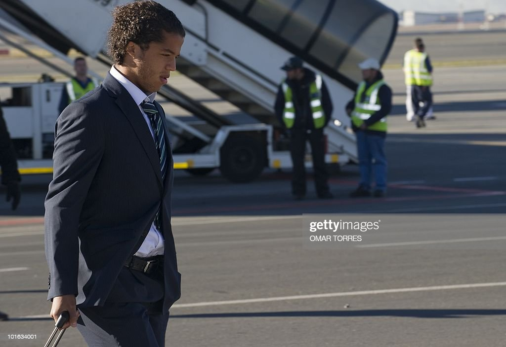 Mexico's national football team player Giovani Dos Santos arrives at te O.R Tambo airport in Johannesburg on June 5, 2010. Mexico will have their first game on June 11 in the opening match of the 2010 Fifa World Cup. AFP PHOTO / Omar TORRES