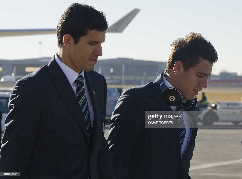 Mexico's national football team players Francisco Rodriguez (L) and Hector Moreno arrive at te O.R Tambo airport in Johannesburg on June 5, 2010. Mexico will have their first game on June 11 in the opening match of the 2010 Fifa World Cup. AFP PHOTO / Omar TORRES