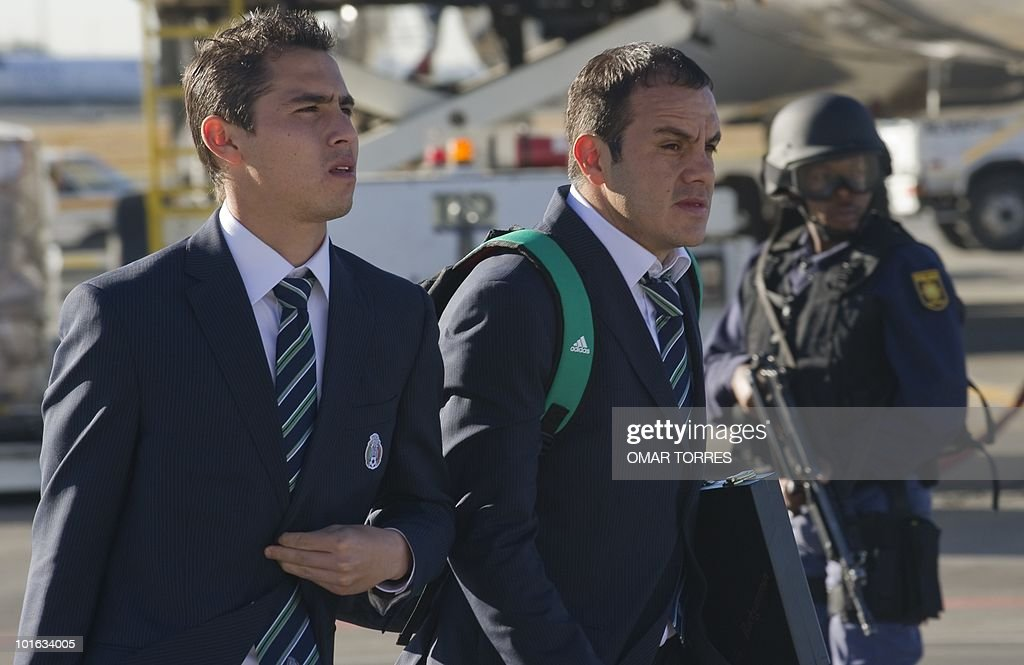 Mexico's national football team players Paul Aguilar (L) and Cuauhtemoc Blanco arrive at te O.R Tambo airport in Johannesburg on June 5, 2010. Mexico will have their first game on June 11 in the opening match of the 2010 Fifa World Cup. AFP PHOTO / Omar TORRES
