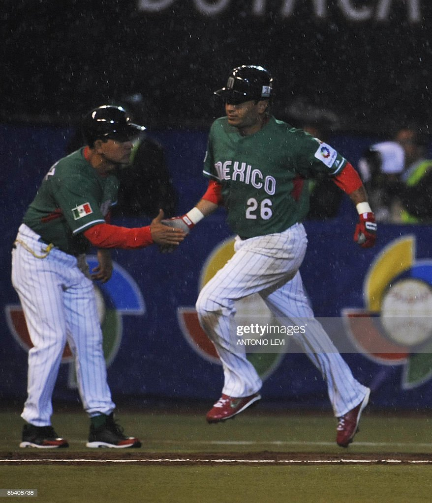 Mexico's Oscar Robles rounds the bases after hitting a homerun against Cuba during their group B World Baseball Classic contest at Foto Sol Stadium on March 12, 2009 in Mexico City. AFP PHOTO / Antonio LEVI